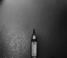 Free Aerial View Black Wooden Row Boat On Body Of Water Royalty Free Stock Images - 105741619