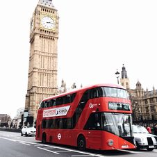 Free Red Bus On Road Near Big Ben In London Stock Images - 105911674