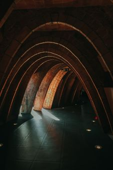 Free Brown Multi-arc Green-floored Tunnel Royalty Free Stock Photos - 105912038