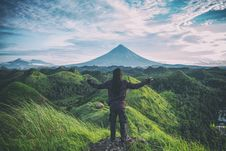 Free Person Standing On Top Of Hill Stock Images - 106006184