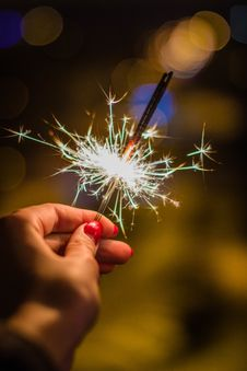 Free Person Holding Gray Firework Royalty Free Stock Photography - 106058517