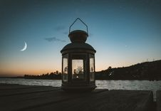 Free Gray Metal Candle Lantern On Boat Dock Royalty Free Stock Images - 106058679