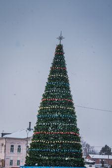 Free Decorated Christmas Tree Stock Photos - 106067543