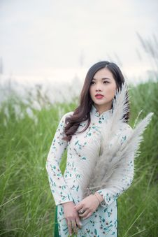 Free Woman In White And Green Long-sleeved Traditional Dress Standing Next-to Green Grasses Royalty Free Stock Photo - 106122395