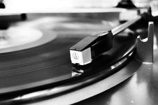 Free Vinyl Record On Vinyl Player Stock Photography - 106174162