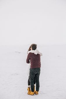 Free Man And Woman Kissing On Snow Field Royalty Free Stock Image - 106174176