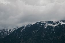 Free Snow-capped Mountain Under Cloudy Sky Stock Photo - 106363740