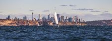 Free White Sailboat On Body Of Water Near City Stock Images - 106363804