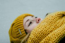 Free Woman Wearing Yellow Crochet Cap And Scarf Royalty Free Stock Photos - 106363828