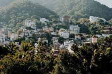 Free White And Brown Buildings On Mountain Royalty Free Stock Photos - 106363878