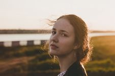 Free Tilt Shift Lens Photography Of Woman During Sunset Royalty Free Stock Image - 106424356