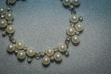 Free Fashion Fake Pearl Bracelet Royalty Free Stock Image - 106831256