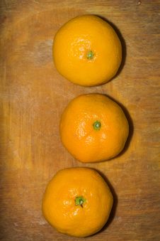 Free Orange On A Cutting Board Royalty Free Stock Photo - 106831365