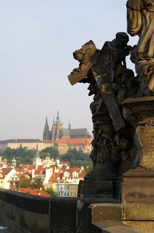 Free Statue On Charles Bridge And The Prague Castle Royalty Free Stock Photos - 1075978