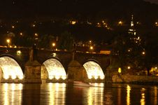Free Charles Bridge At Night Royalty Free Stock Image - 1075996