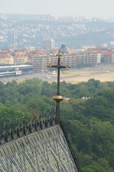 Free A Cross On St Vitus Cathedral Prague Stock Images - 1076134