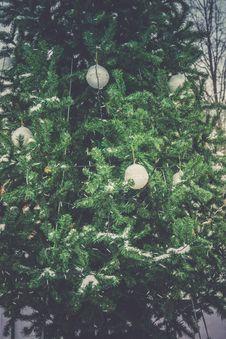 Free Decorated Christmas Tree Retro Royalty Free Stock Image - 107180676