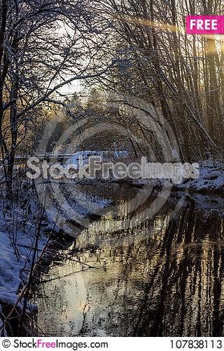 Free Winter Frosty Sunny Landscape Stock Photos - 107838113