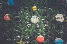Free Decorated Christmas Tree Retro Royalty Free Stock Images - 107919339