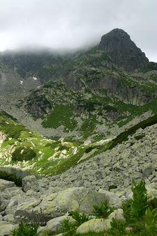 Free Mist Peak Royalty Free Stock Images - 1086169