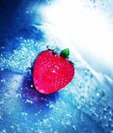 Free Rushing Water With Strawberry 2 Royalty Free Stock Images - 1087229