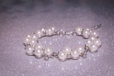 Free Fashion Fake Pearl Bracelet Stock Photo - 108081810