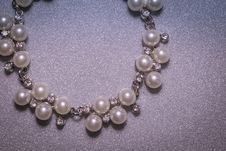 Free Fashion Fake Pearl Bracelet Royalty Free Stock Photography - 108081847