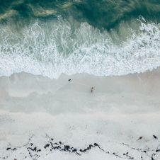 Free Aerial View Of Ocean Wave Royalty Free Stock Photo - 108798405