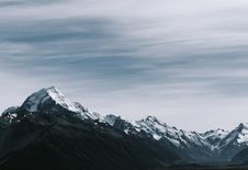 Free Snow-coated Rocky Mountains Royalty Free Stock Photography - 108798797
