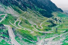 Free Aerial Photo Of Green Scenery And Winding Road Stock Photo - 108798940