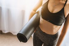 Free Woman In Black Sports Bra With Grey Leggings Carrying Yoga Mat Royalty Free Stock Photo - 109053435