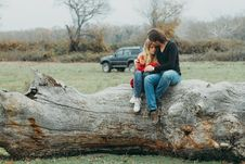 Free Mother And Daughter Sitting On Tree Log Stock Photo - 109332210