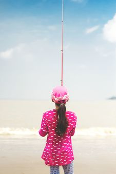Free Woman In Pink Long-sleeved Shirt Holding Red Fishing Rod Royalty Free Stock Images - 109635419