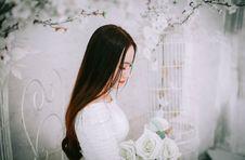 Free Woman Wearing Wedding Dress Holding Bouquet Of Flower Stock Photos - 109635423