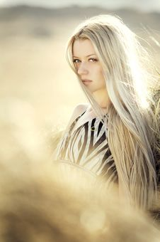 Free Blonde Haired Woman In Open Field Photoshoot During Daytime Stock Photography - 109885322
