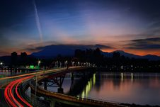 Free Light Rays On Bridge During Nighttime Stock Images - 109885324