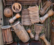 Free Brown Wooden Percussion Instruments Royalty Free Stock Photography - 109885437