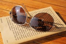 Free Silver Steel Framed Aviator Sunglasses On Top Of Book During Daytime Royalty Free Stock Image - 109885466