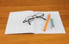 Free Black Framed Eyeglass On Graphing Paper Royalty Free Stock Photos - 109885608