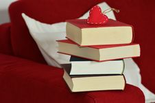 Free Red Heart Keychain On Top Of Stacking Of Books Royalty Free Stock Photography - 109885677