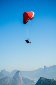 Free Red White Parachute On Top Of Mountains During Daytime Royalty Free Stock Image - 109885756