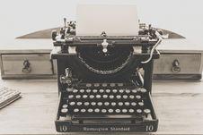 Free Remington Standard Typewriter In Greyscale Photography Royalty Free Stock Photo - 109885965