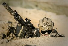 Free Soldier Wearing Brown Helmet Holding Assault Rifle During Daytime Royalty Free Stock Images - 109885979