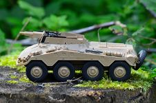 Free Tan Military Artillery Vehicle Toy On Wood Stump Royalty Free Stock Photography - 109886147