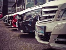 Free Mercedes Benz Parked In A Row Royalty Free Stock Photo - 109886335