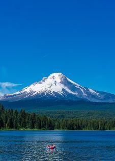 Free Scenic View Of Lake Against Mountain Range Stock Photos - 109889903