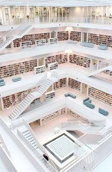 Free Architecture, Books, Bookshelves Royalty Free Stock Photo - 109890635