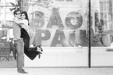 Free Black-and-white, Couple, Hugs Royalty Free Stock Image - 109891136