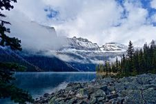 Free View Of Lake With Mountain Range In The Background Stock Images - 109892334