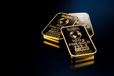 Free Three Gold Bars Royalty Free Stock Images - 109892409